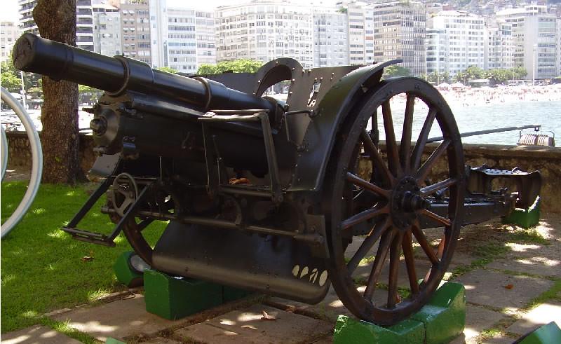 Pieza de artillería capturada por el Cuerpo Expedicionario Brasileño en Italia, expuesta en el Museo del Ejército de Brasil en Rio de Janeiro