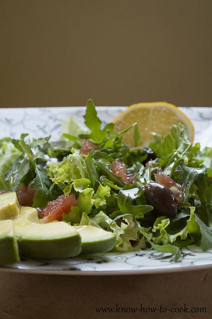 zelena-salata-rukola-avokado-greipfrut