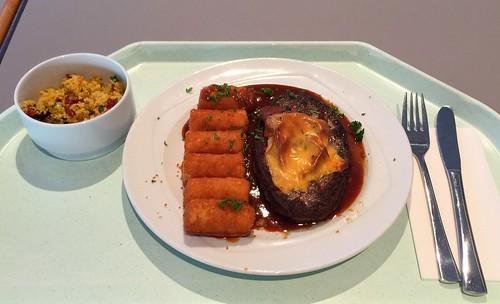 Sailsbury steak gratinated with tomato & ham with BBQ sauce & croquettes / RInderhacksteak mit Tomate & Schinken gratiniert, dazu BBQ-Sauce & Kroketten