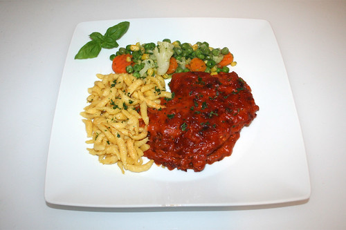 53 - Tomato cream escalope with butter vegetables & spaetzle - Served / Tomtenrahmschnitzel mit Buttergemüse & Spätzle - Serviert