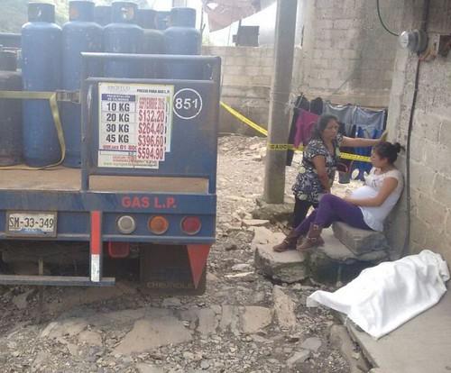 Muere niño aplastado por camioneta del gas