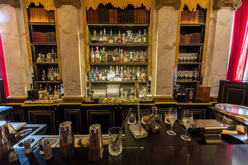 Le Bar.
