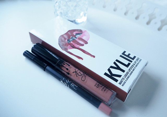 P7159923weekend.jpg,P7159893weekend.jpg, kylie jnner, kylie cosmetics, lip kit, huulipuna pakkaus, arvio, review, kokemukset, experience, huulituotteet, huuliväri, lip products, lip color, beauty, kauneus, kosmetiikka, cosmetics, shopping, ostokset, tilata, order, hinta, price, makeup, meikit, huulikiilto, gloss, huulipuna, lipstick, nude, beige, perfect, täydellinen, pakkaus, packing, kylie jenner lip kit, suomeen, finland, dolce k, matte lip kit, matte lipstick, pencil lip liner, deep beige nude, syvä beige vaalea nude, kosteuttava, pehmeä, pigmenttinen, pitkäkestoinen