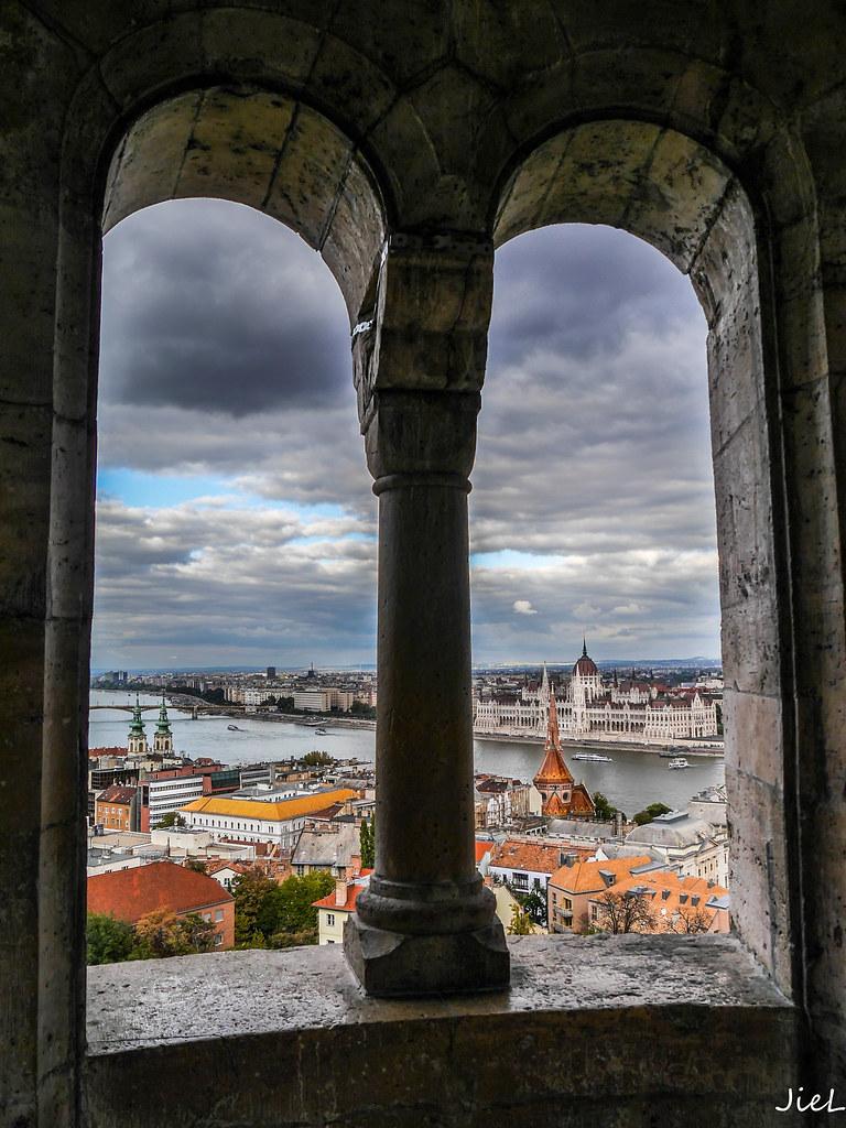 Vue sur le Parlement (Budapest) 30798970946_454ed7f080_b