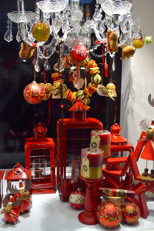 Red Fenwick Christmas Window 2016 | www.rachelphipps.com @rachelphipps