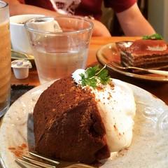 spice cake, tiramisu, iced ginger chai & coffee❤︎  #cafemuni #nakazakicho #osaka #japan #中崎町 #大阪