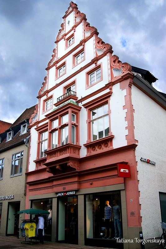 Здание на центральной улице