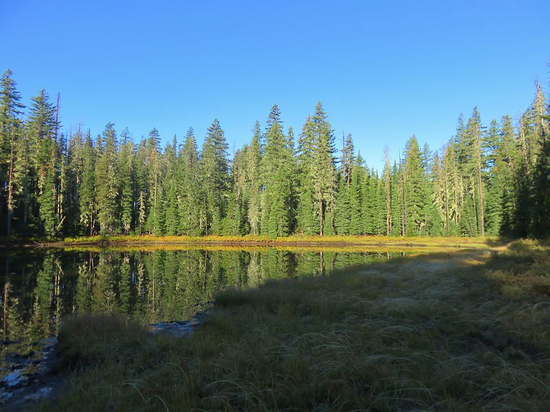 Unnamed lake along the Deer Butte Trail