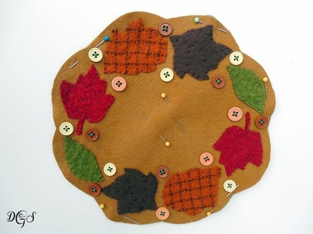 AUTUMN JUBILEE WOOL PENNY RUG- front