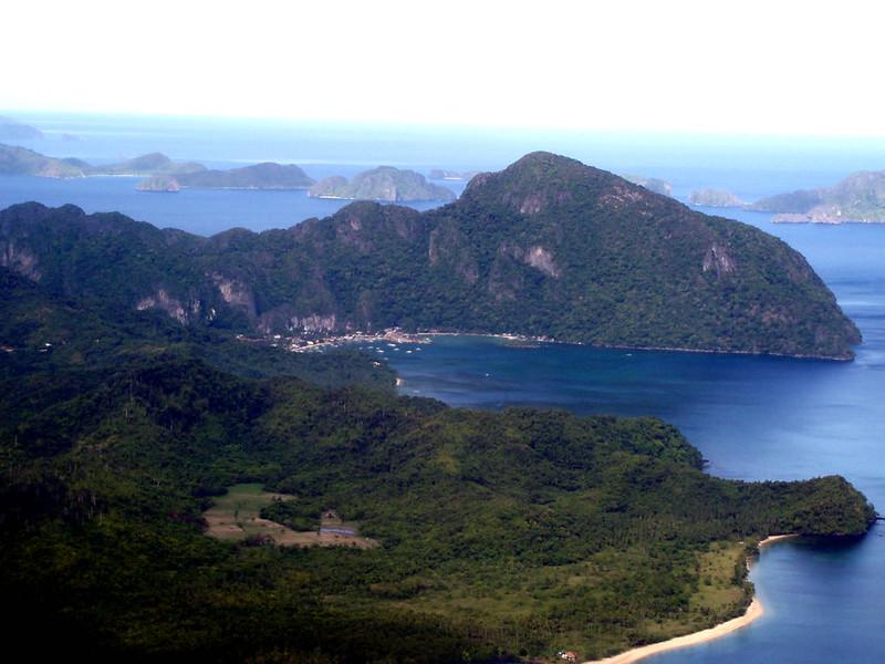 Vista de El Nido y en segundo plano el archipielago Bacuit