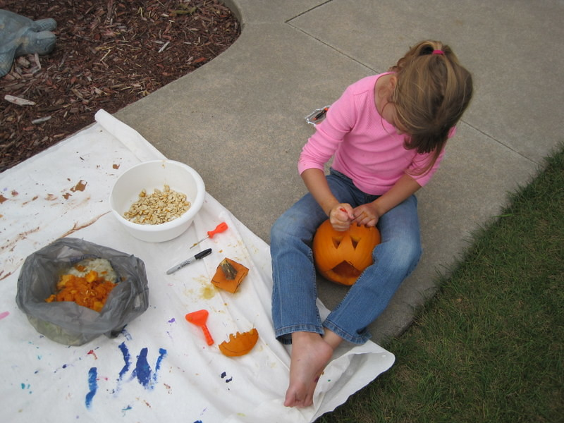 painting pumpkins (4)