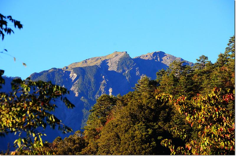 卡拉寶上農場西南望奇萊主山北峰