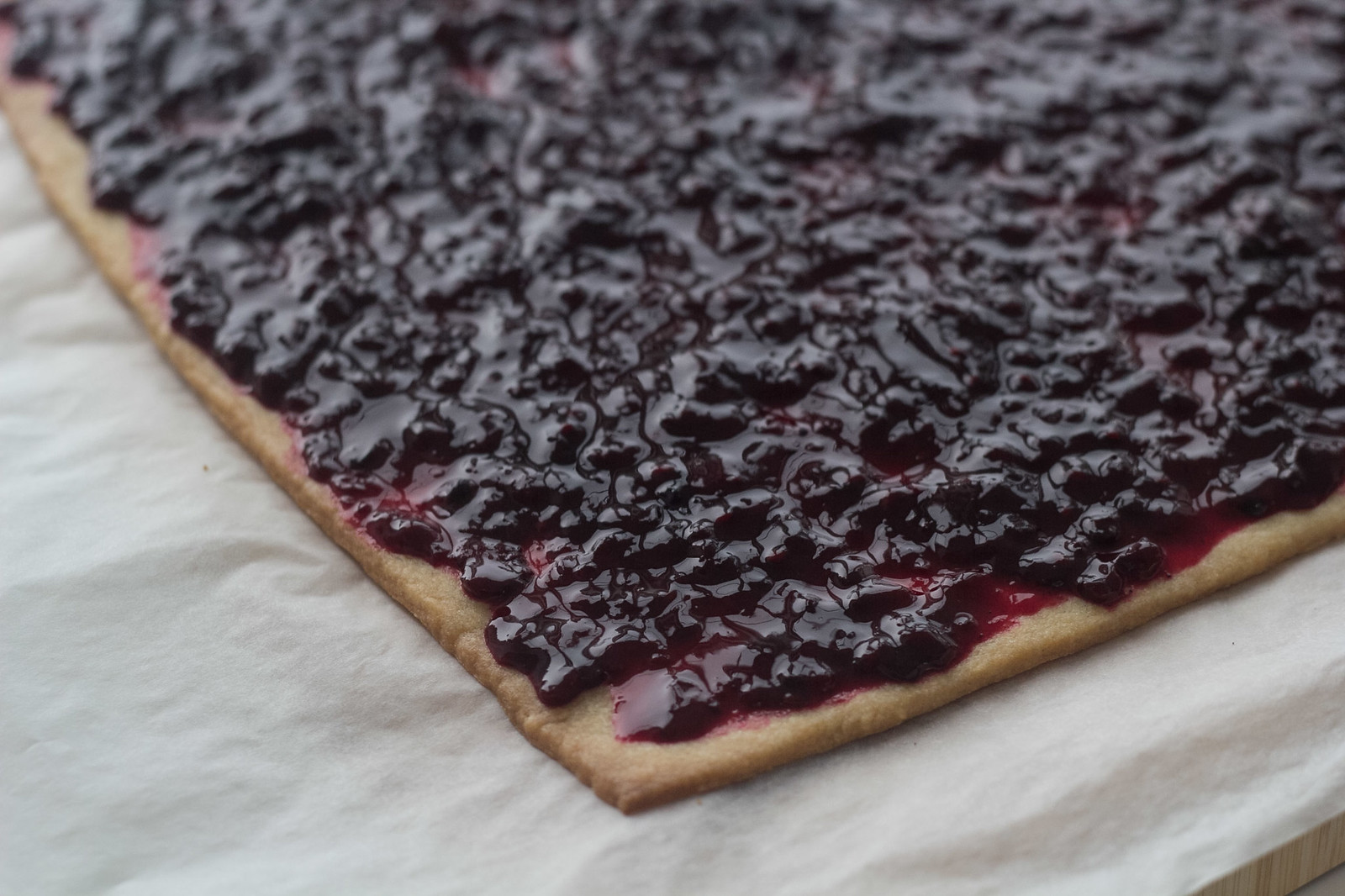 Recipe for Danish Blackberry Cakes (Brombærsnitter)