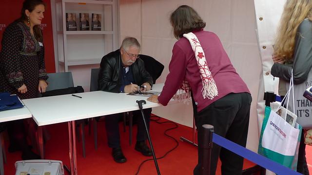 Wolf Biermann signeert