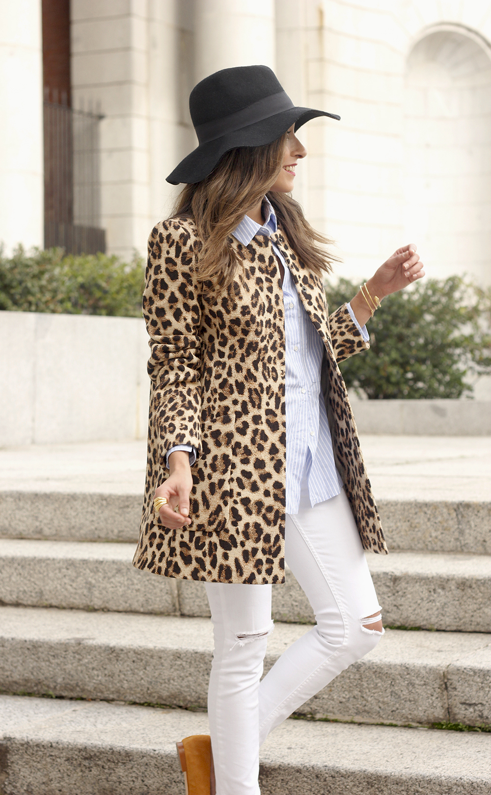 Leopard print coat white ripped jeans flats accesories black hat furla bag aristocrazy ring outfit style19