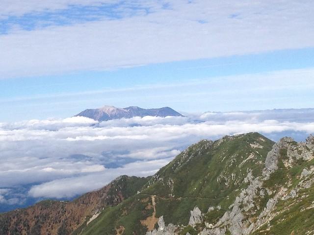 木曽駒ヶ岳 宝剣岳 登山道より御嶽山