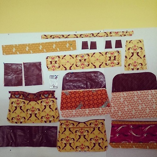 #bpsewvember with @bimbleandpimble Day 14: Yellows/Oranges - a sewing room and #shilohsatchel parts.