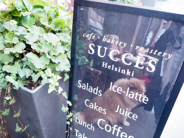 autumn, fall, syksy, helsinki, suomi, finland, cafe succes, korkeavuorenkatu, katunäkymä, street view, kahvila, coffee, cakes, kakut, leivonnaiset, roastery, lunch, lounas, kahvia, leivonnaiset, pastry, korvapuusti, original, perinteinen ,alkuperäinen, klassikko, classic, giant cinnamon roll, jättikorvapuusti, tunnettu, bakery, leipomo, paahtimo,