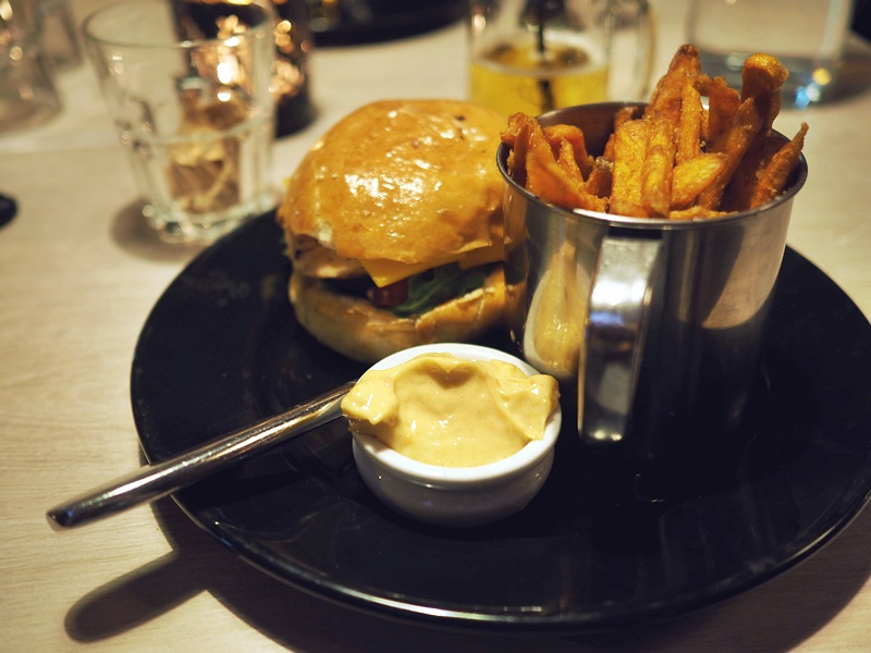 ravintola ehta kana burger