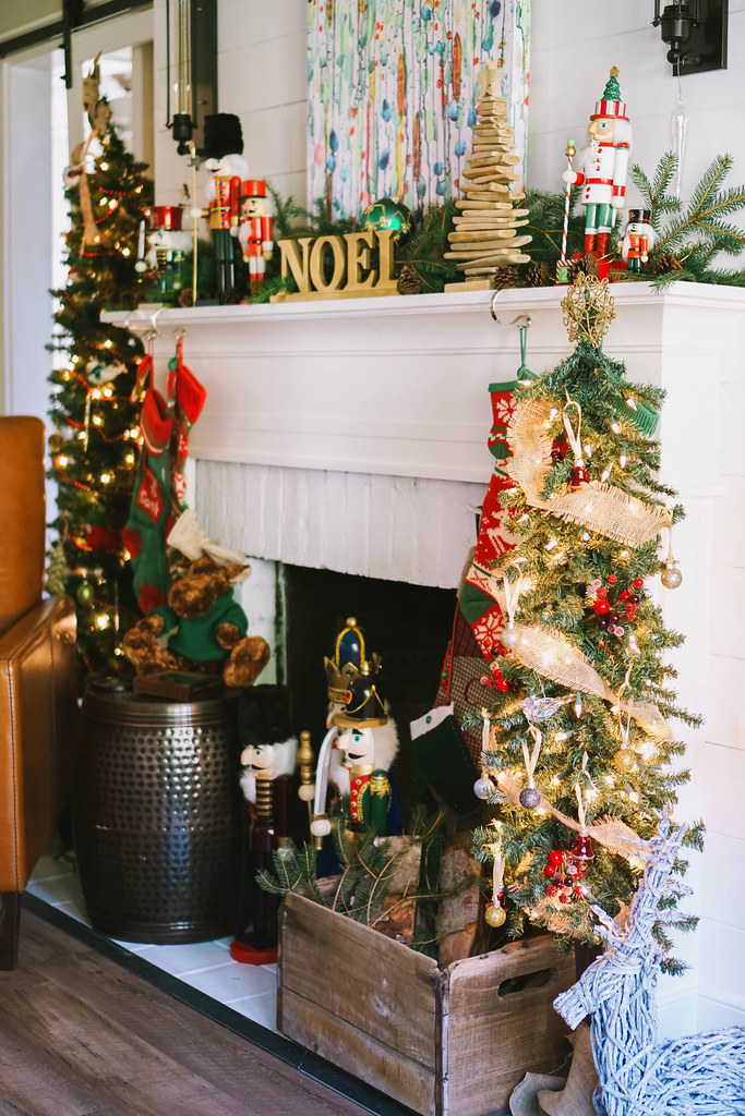 Christmas Mantle Decorations | Traditional Modern |Transitional Christmas Living Room Decor | Holiday Decorations