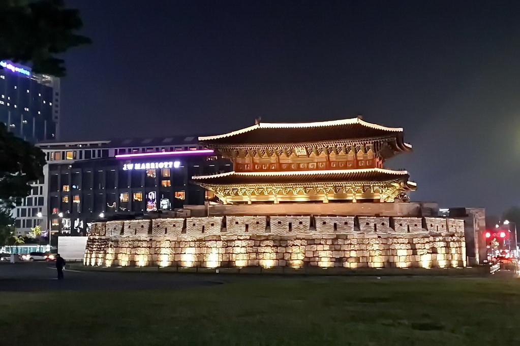 25 (Dongdaemun Gate)