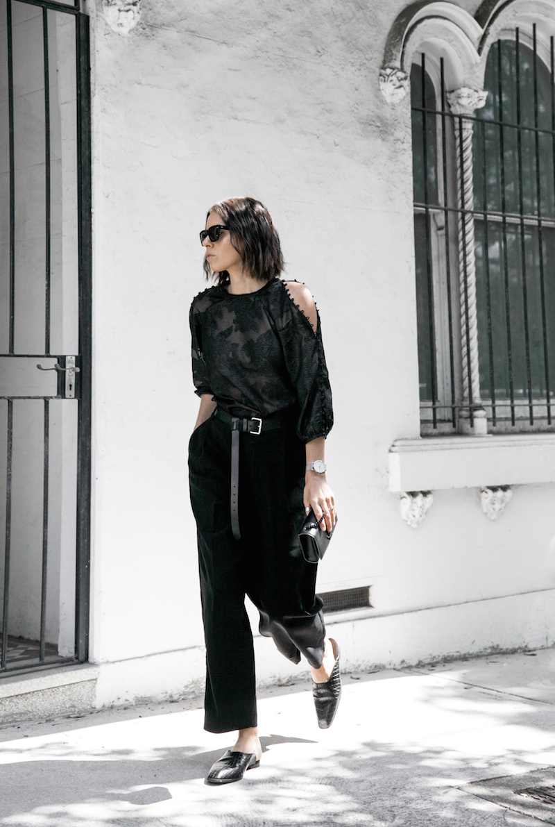 all black outfit inspo minimal fashion blogger modern legacy loafer mules karen millen shoulder blouse (5 of 9)