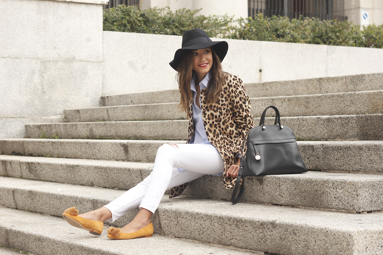 Leopard print coat white ripped jeans flats accesories black hat furla bag aristocrazy ring outfit style17