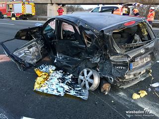 Schwerer Verkehrsunfall auf der A3 bei Bad Camberg 30.11.16