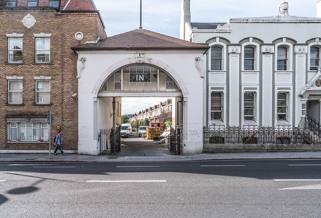 GRAND CANAL HOUSE IN RATHMINES [WHERE IS THE OUT ARCH]-121579