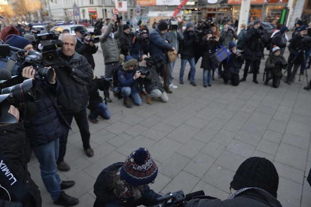"""""""1. F*uck Hofer Demo"""" am Tag vor der Bundespräsidentenwahl 2016 in #Wien #bpw16"""
