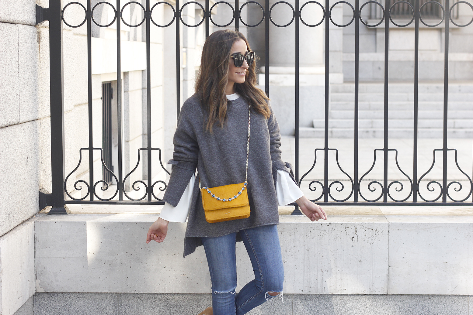 Gray jersey with sleeves bell white blouse ripped jeans heels uterqüe bag accessories fashion outfit13