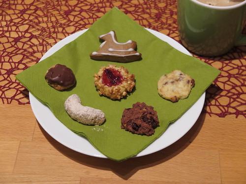 Unsere Weihnachtsplätzchen 2016: Lebkuchen-Schaukelpferd, Aprikosen-Marzipan-Taler, Studentenkeks, Zimtkipferl, Erdnuss-Cookie, Preiselbeerkringel
