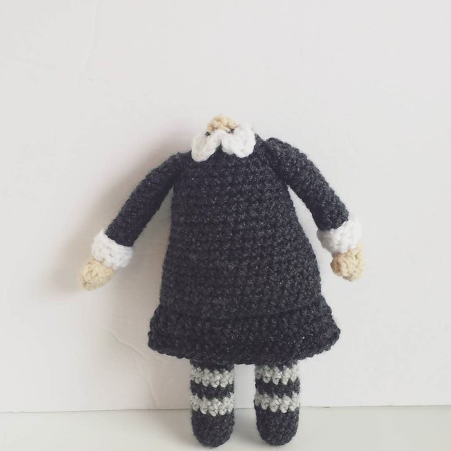 got my crochet on for a Halloween costume prop 💀 . . . #crochetgirlgang #crochetersofinstagram #craftastherapy #amigurumi #crochetaddicts #makersgonnamake #toymakers #crochet #halloweencrochet #halloween #wednesdayaddams #doll