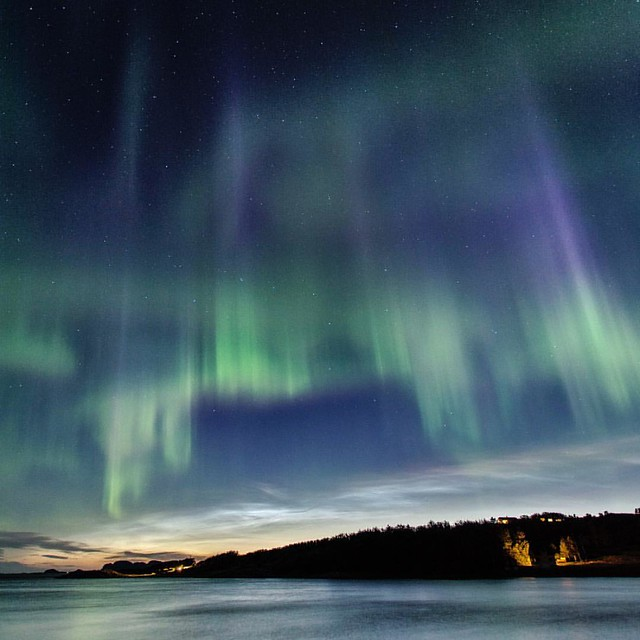 3 fluer i en smekk. Nordlys ✔️ Nattskinnende skyer✔️ Rødlig solnedgang✔️  Three birds with one stone Aurora Boralis✔️ Noctilucent clouds✔️ Sunset ✔️