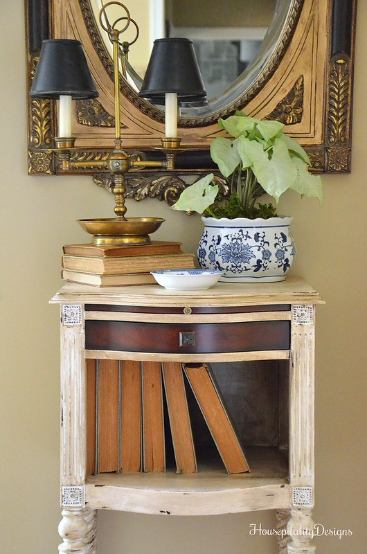Guest bedroom foyer table - Housepitality Designs