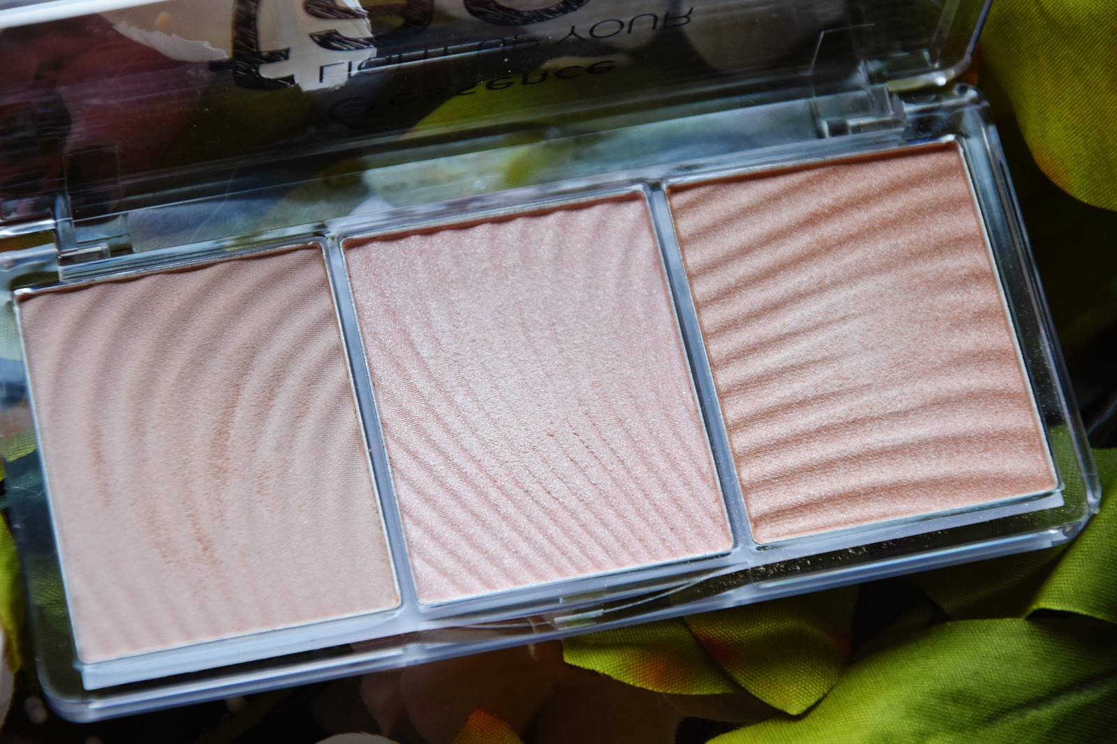 essence face luminizer palette review