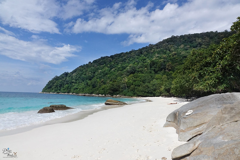 perhentian secret beach  rock2