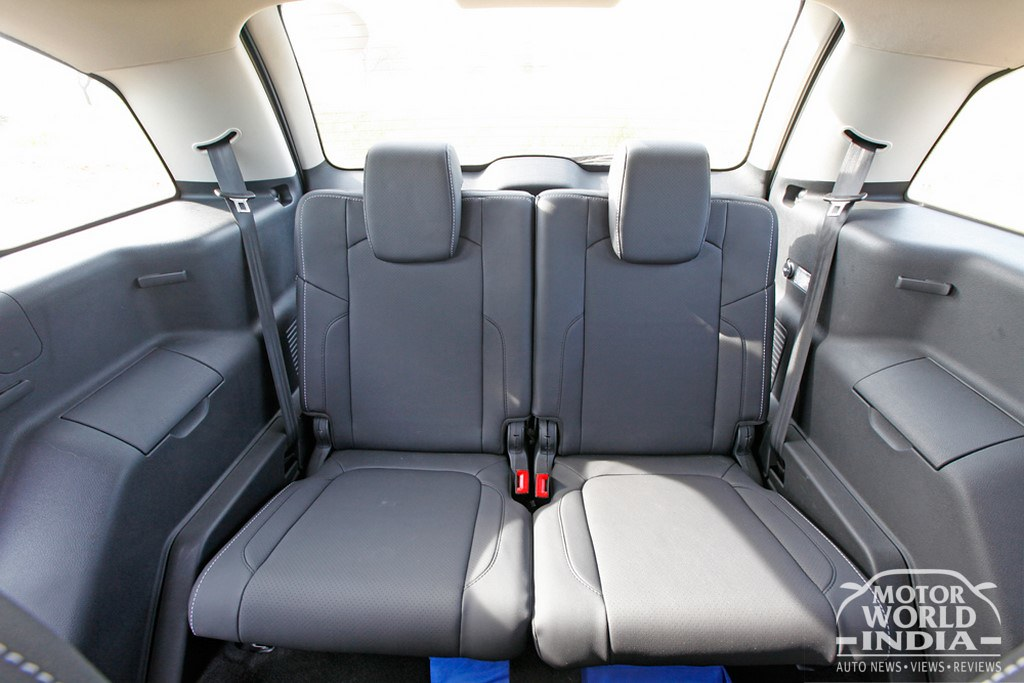 Tata-Hexa-Seats (5)