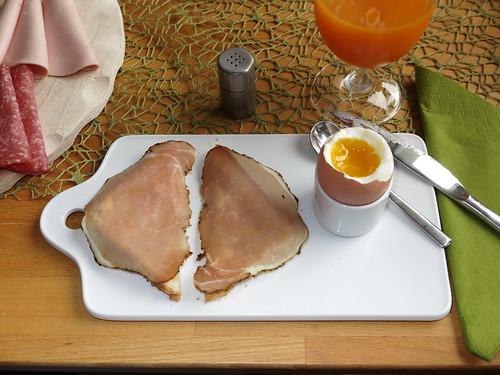 Schinkenspeck (von Bio Janssen) auf Toast zum Frühstücksei