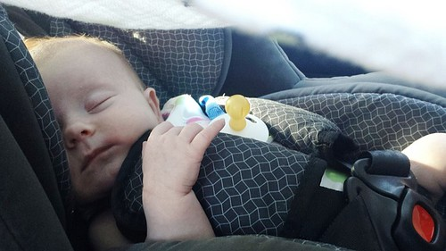 赤ちゃん 車内