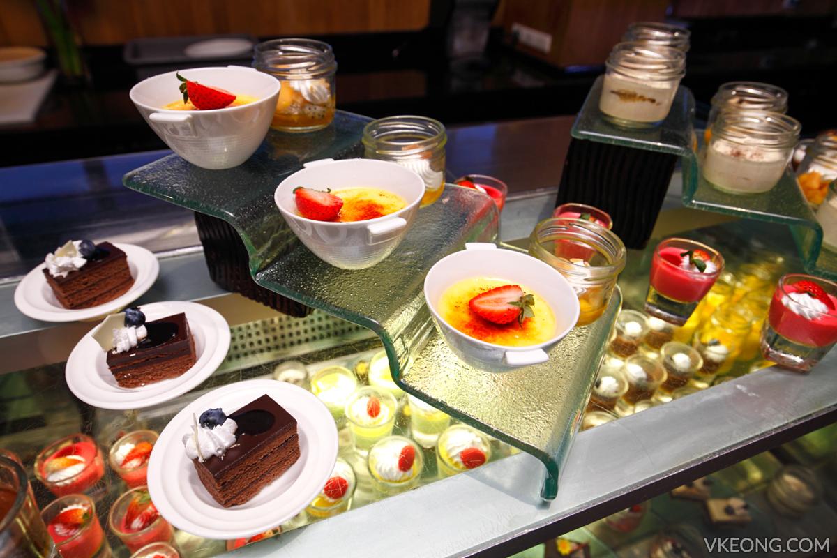Edge Hilton Pattaya Buffet Cakes Desserts