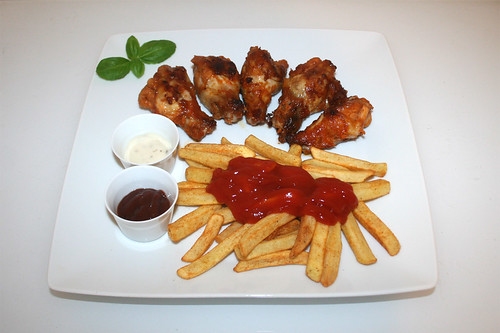 Chicken wing & Pommes Frites - Serviert / Served