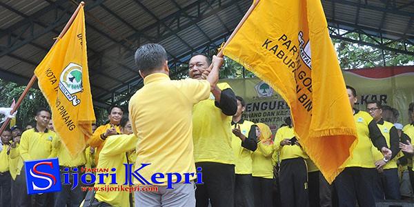 Sekretaris DPD Partai Golkar Kepri, Agustar, mengukuhkan Pengurus DPD II Partai Golkar Kabupaten Bintan, yang diketuai oleh Nesar Ahmad.