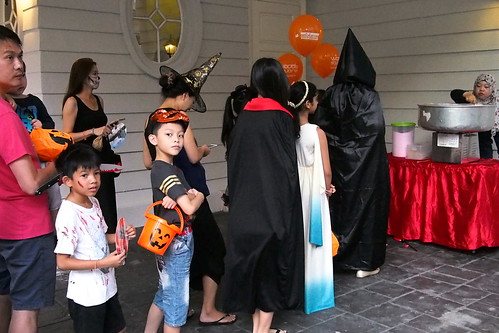 free popcorn. Halloween 2016 at Woodgrove, Woodlands, Singapore