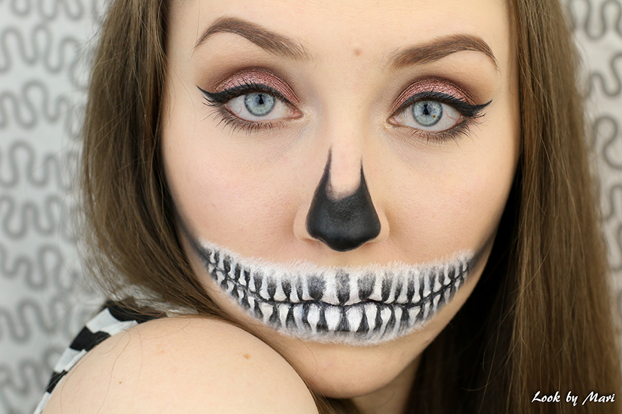 1 skull makeup look halloween
