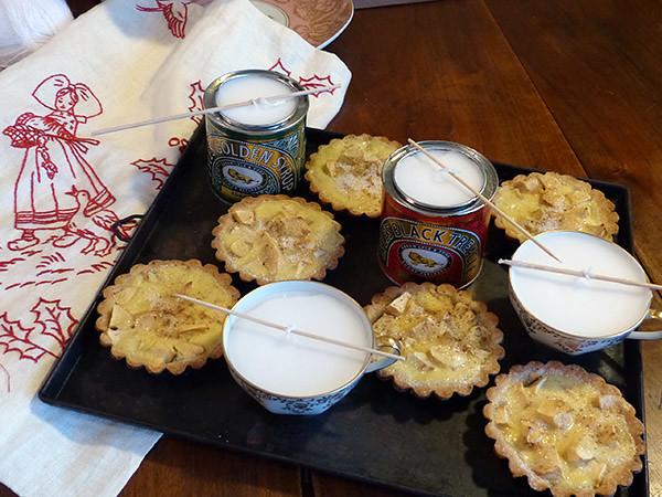 on commence à préparer Noël. Bougies, broderie et tartelettes ...