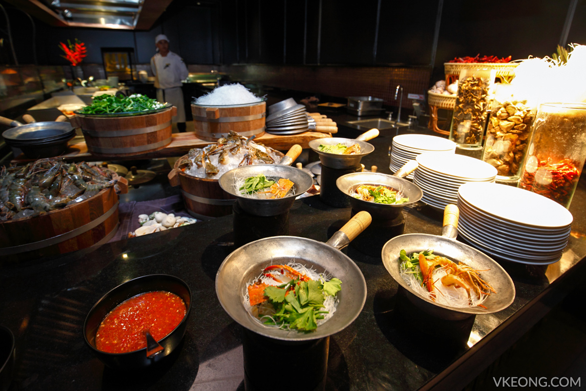 Edge Hilton Pattaya Buffet Claypot Seafood Noodle