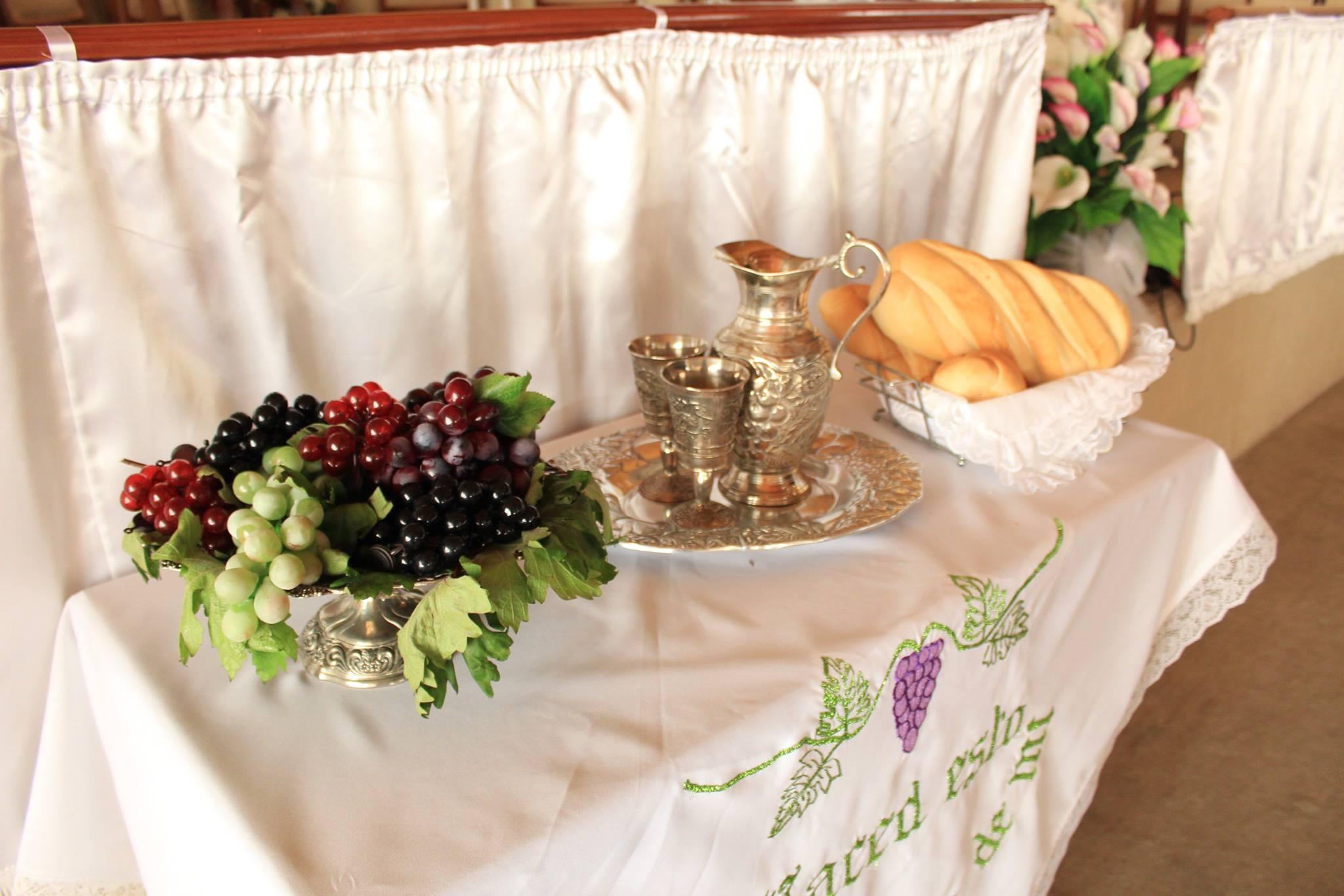 """""""En memoria de mi"""" Hualpén se sirve de la mesa del Señor."""