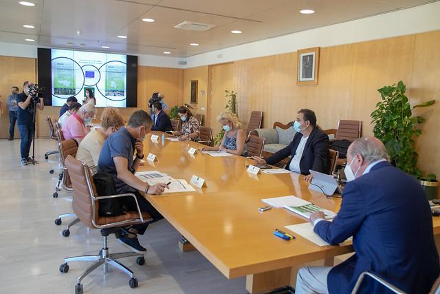 07-130720 Villalobos se reúne con los regidores de los municipios aljarafeños incluidos en las EDUSI para valorar las actuaciones concretas de estos proyectos FEDER.