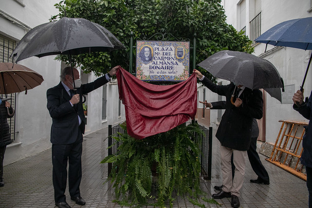 11-251120 inauguración de la plaza que lleva el nombre de María del Carmen Almansa, vecina de Sanlúcar la Mayor víctima de violencia machista.